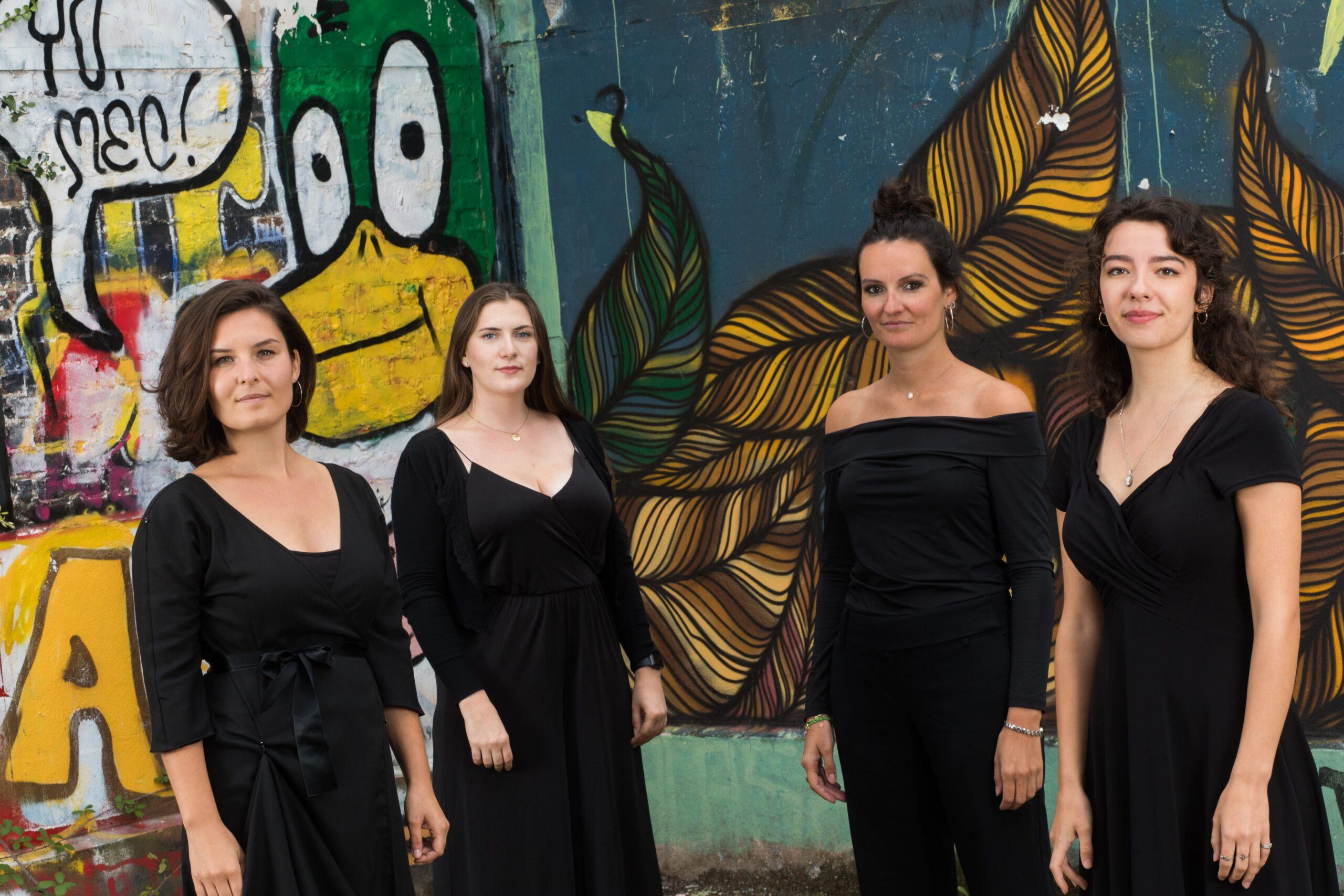 Les chanteuses soprano/soprani du choeur In Paradisum lors de la séance photo avec Laurent Guizard en août 2020, Katell Dupin, Clémence Lengagne, Graziella Roger, Ninnog Memin