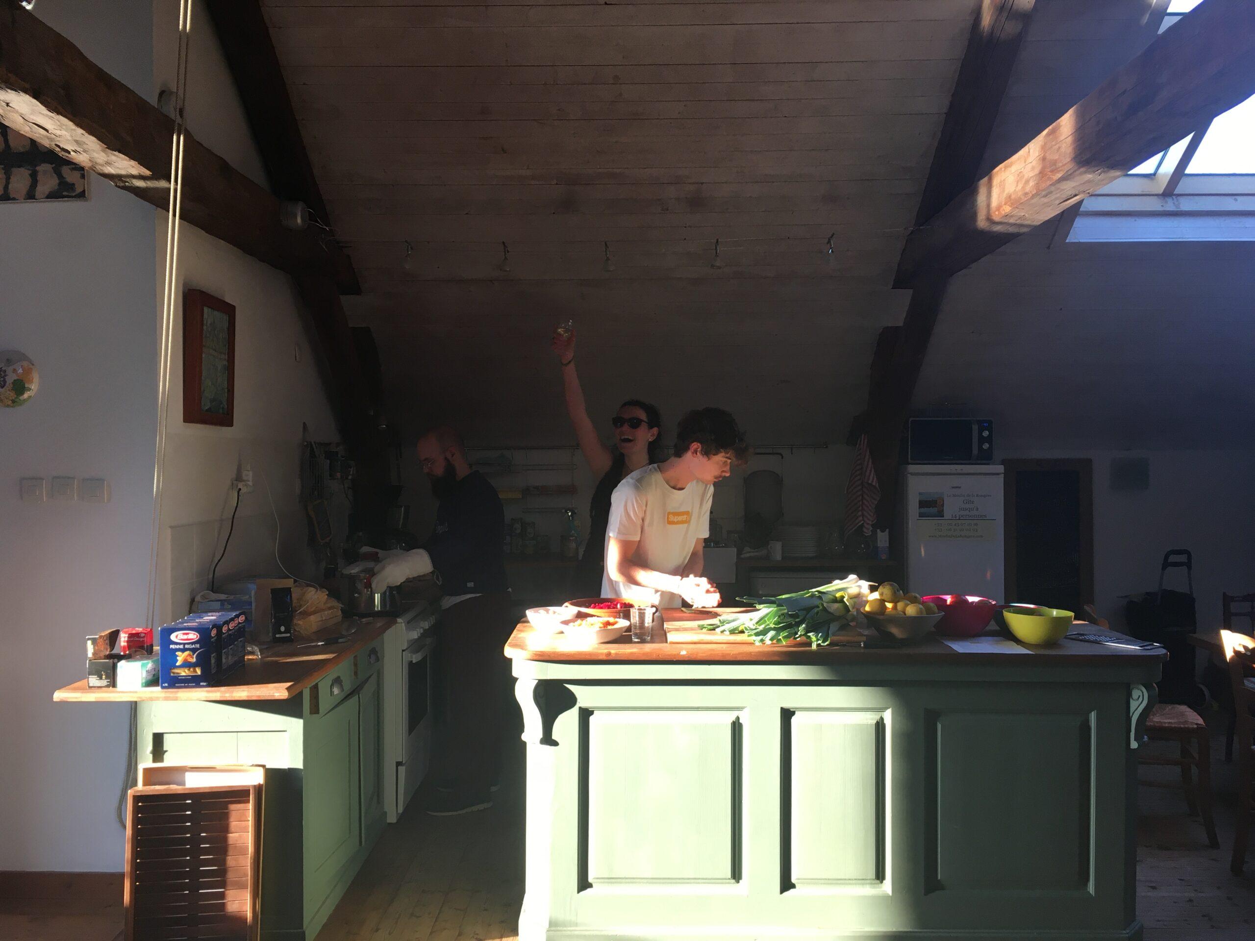 Préparation des repas , Nolo Calage et Graziella Roger