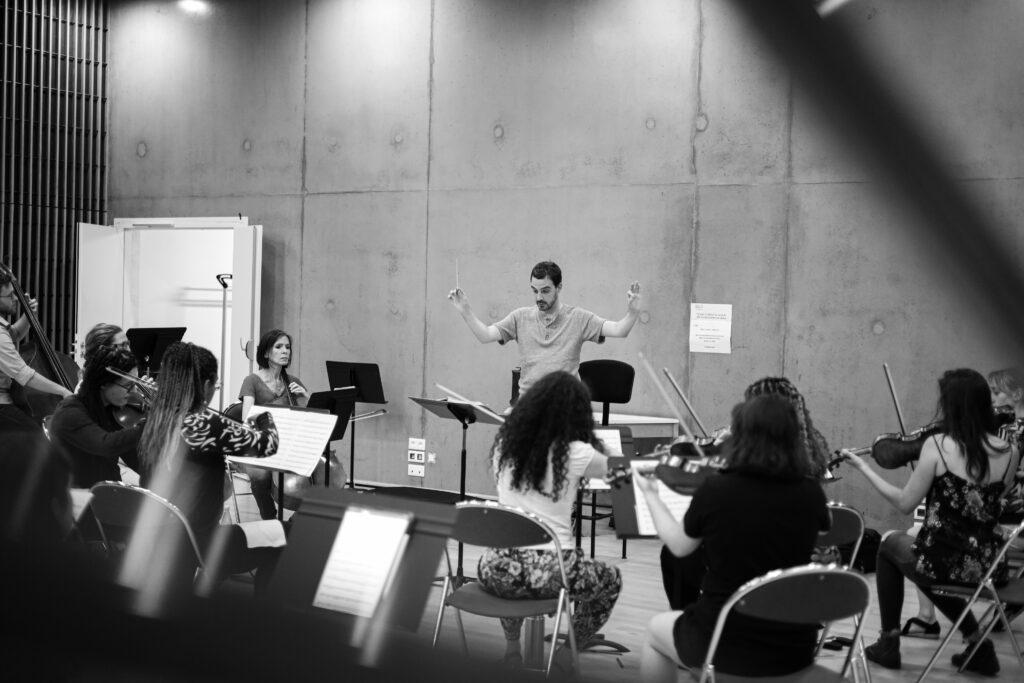 In Paradisum, l'orchestre dirigé par Emmanuel Descol - Photo Robin Le Bervet